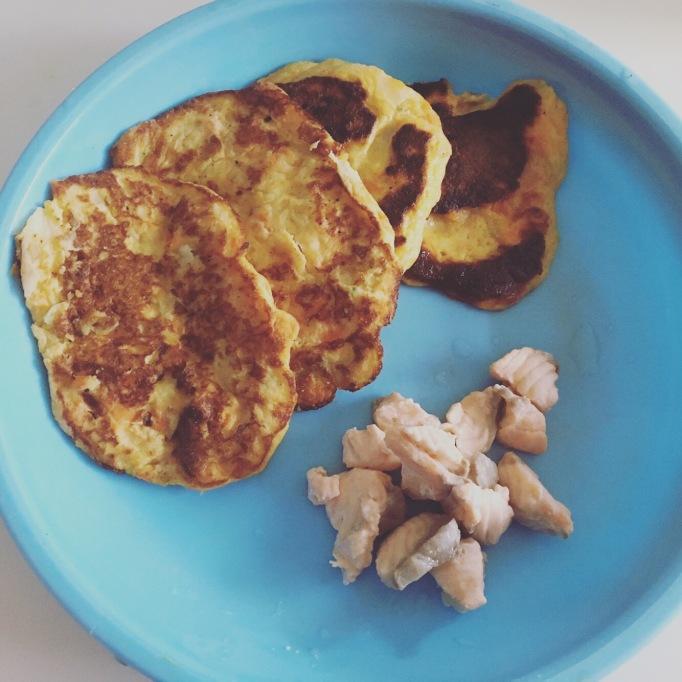 Pancake bébé aux légumes et saumon